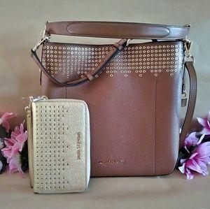 Michael kors purse hand / shoulderbag w/ Wristlet